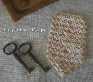 http://silviainpuntadago.blogspot.it/2012/09/il-segnalibro-confezionato.html