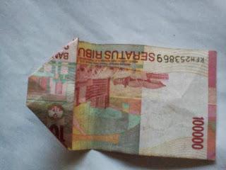 Gambar melipat uang kertas-3