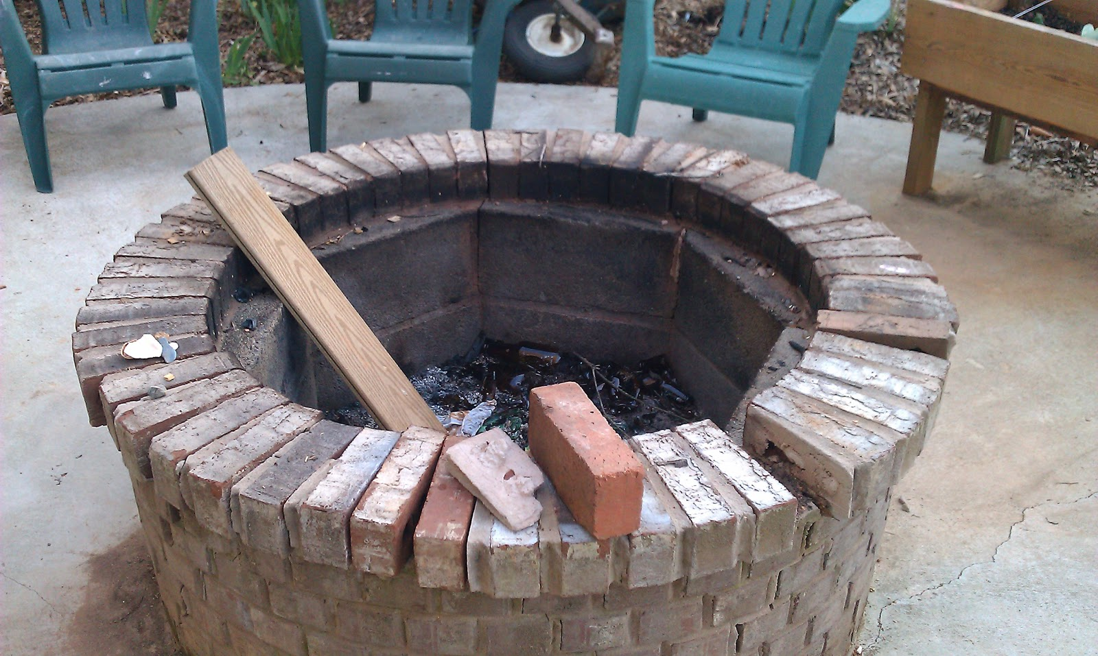 Brick Laminate Picture: Brick Fire Pit