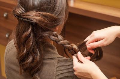 Des trucs pour friser les cheveux sans utiliser la chaleur
