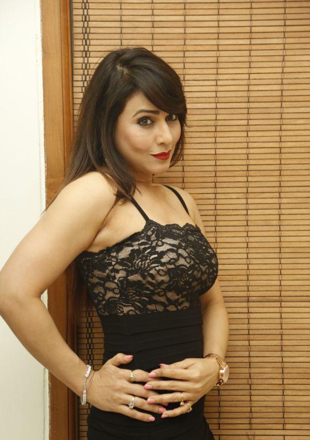 Bhojpuri actress Pakhi Hegde Upcoming Movies List 2016, 2017, 2018 on Mt Wiki. wikipedia, koimoi, imdb, facebook, twitter news, photos, poster, actress updates of Pakhi Hegde-mt-wiki