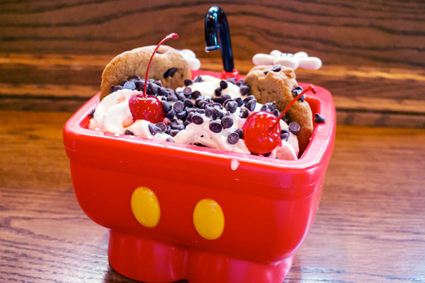 "Sundae da ""pia do Mickey"""