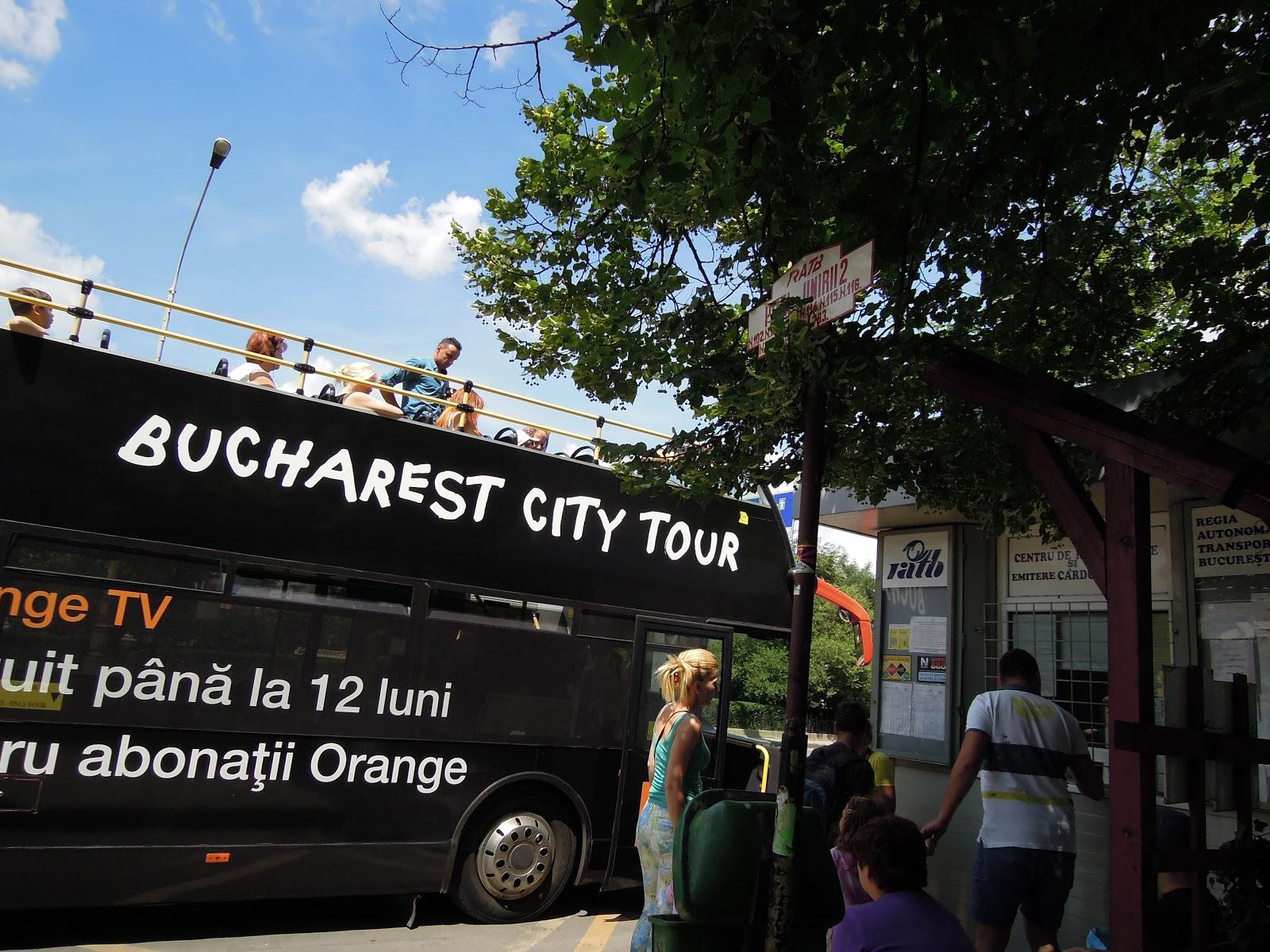 Statie Bucharest City Tour - Piata Unirii - langă intrarea metrou de la Restaurant Horoscop