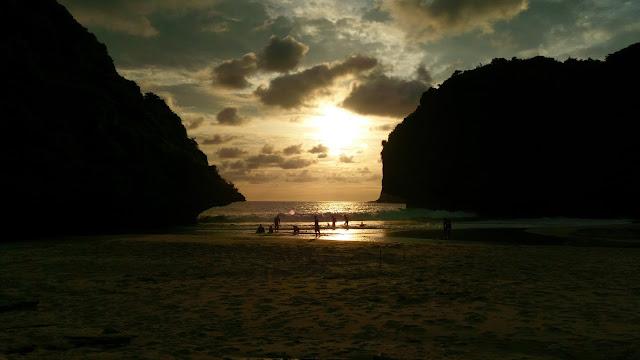 Anbusenja - Senja di Pantai Greweng