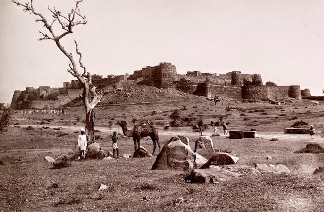 haunted places in Madhya Pradesh- Khanderao Fort