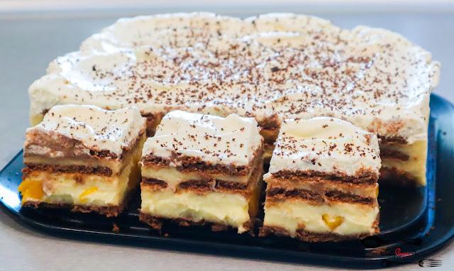 ciasta i desery, ciasto bez pieczenia, przepis na ciasto bez pieczenia, budyniowiec, ciasto z masą budyniową, ciasta na herbatnikach, ciasto z bitą śmietaną, szybkie ciasto,