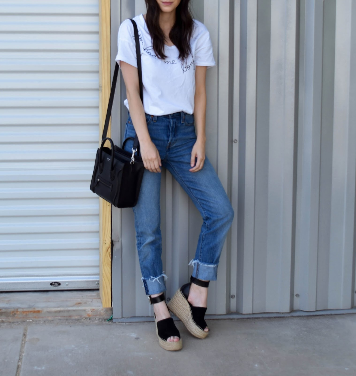 Casual jeans and tee outfit