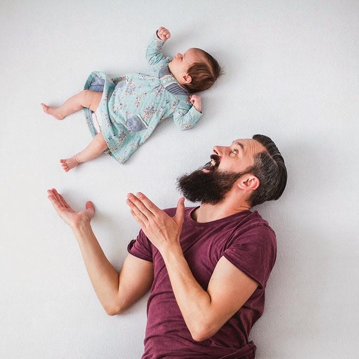 omorfos-kosmos.gr - Αστείες εικόνες ενός πατέρα παίζοντας μαζί με τη νεογέννητη κόρη του!