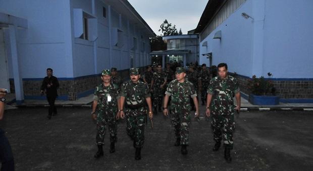 Panglima TNI Tinjau Lembaga Farmasi Puskesad dan Lafiau