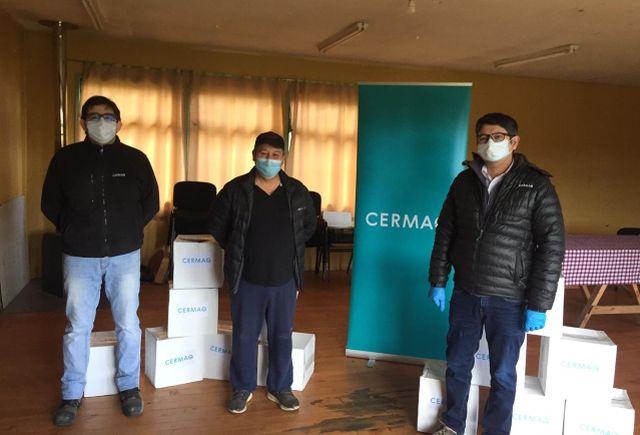 Cermaq entrega cajas de alimentos