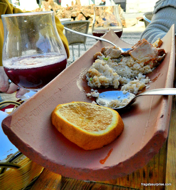 migas à alentejana, prato típico do Alentejo, Portugal