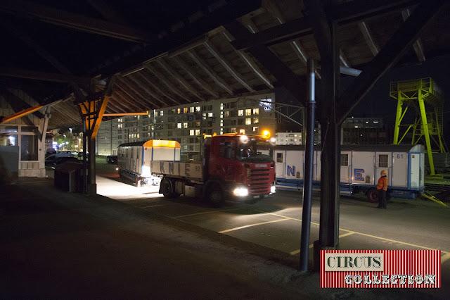 manoeuvre d'une roulotte et d'un camion Scania