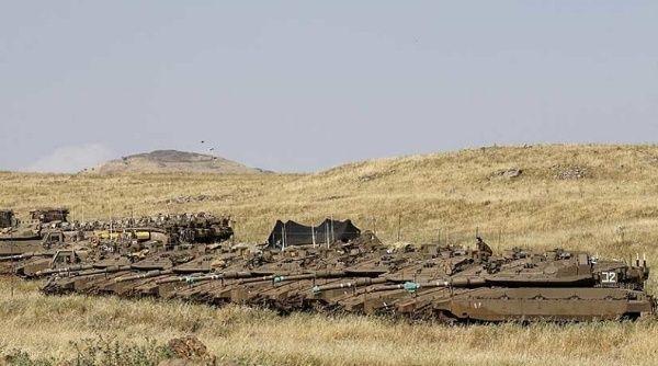 Israel despliega artillería y tanques en la frontera de Siria