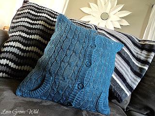 Sweater Pillow Tutorial www.lovegrowswild.com #pillow #diy #sweater