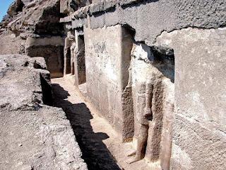 مقابر فريزر بجبانة طهنا الجبل 2