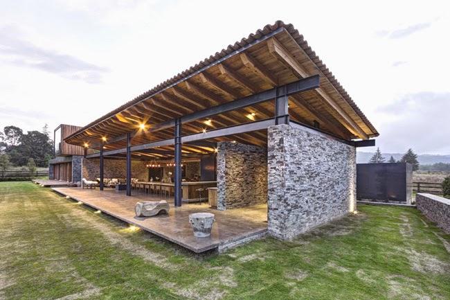 Casas minimalistas y modernas casa rustica y moderna en for Casa moderna rustica
