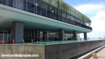 salah satu sudut kolam renang de entrance arkadia