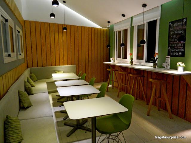 Área do café (coffee-corner) do Hotel Sidorme Fuencarral 52, no bairro de Chueca, Madri