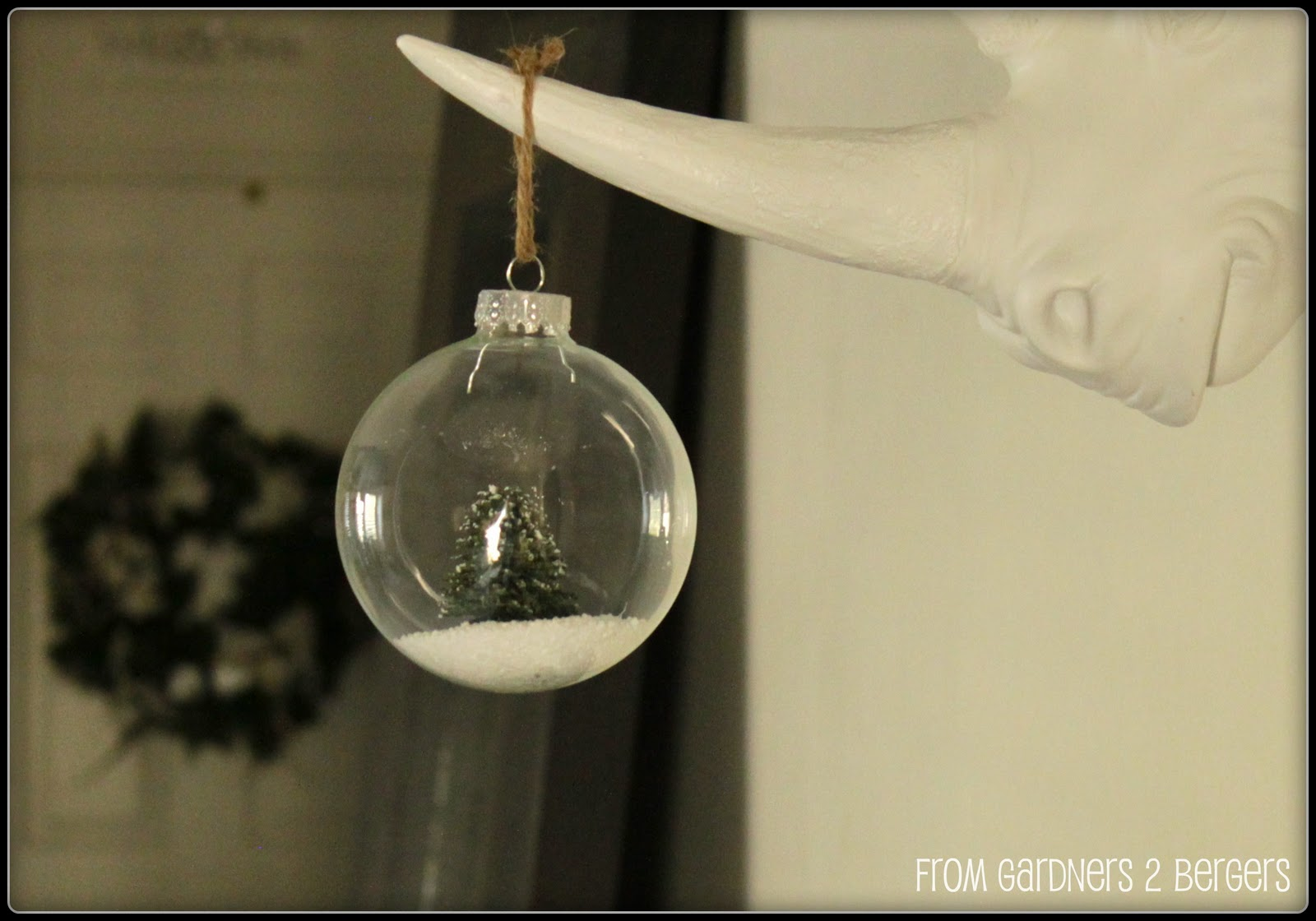 Snow-Globe-Ornament