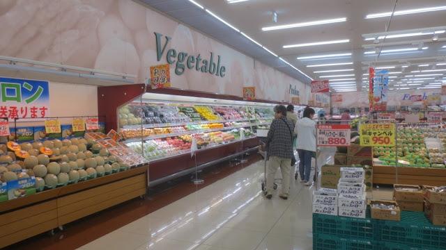 Kushiro - Gemüseabteilung im Supermarkt