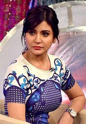 """Biografi Anushka Sharma  Biodata  Nama : Anushka Sharma Tanggal Lahir : 1 Mei 1988 Umur : 26 tahun Tinggi : 5'8 """" Berat : 54 kg Zodiac Sign : Taurus Pendidikan : Lulus dari Bangalore Debut film : Rab Ne Bana Di Jodi Pekerjaan : Aktris dan Aktor   Biografi  Anushka Sharma (Hindi: अनुष्का शर्मा, Kannada: ಅನುಷ್ಕಾ ಶರ್ಮ) adalah model dan aktris di industri film Bollywood. Pada tahun 2008, ia memainkan peran utama wanita dalam film Bollywood Rab Ne Bana Di Jodi, disutradarai oleh Aditya Chopra  Anushka Sharma dilahirkan dari keluarga tentara yang berbasis di Bangalore. Ayahnya adalah seorang tentara yang berperingkat tinggi Officer dan ibunya adalah ibu rumah tangga. Dia memiliki satu kakak yang menjadi pemain kriket tingkat negara dan sekarang di Merchant Angkatan Laut. Dia belajar di Sekolah Angkatan Darat dan kemudian unggul untuk mencapai kelulusan khusus dalam seni dari Gunung Carmel College, Bangalore. Dia sedang belajar untuk mendapatkan gelar Sarjana Ekonomi di Mount Carmel, yang ia sedang menyelesaikan melalui korespondensi. dia khusus tahu senyumnya.  Konan dari usia muda, Sharma ingin menjadi besar di dunia glamor. La pernah dikutip mengatakan """"Saya tidak bisa melihat diri saya melakukan hal lain."""" Dengan dukungan moral dari orang tuan"""
