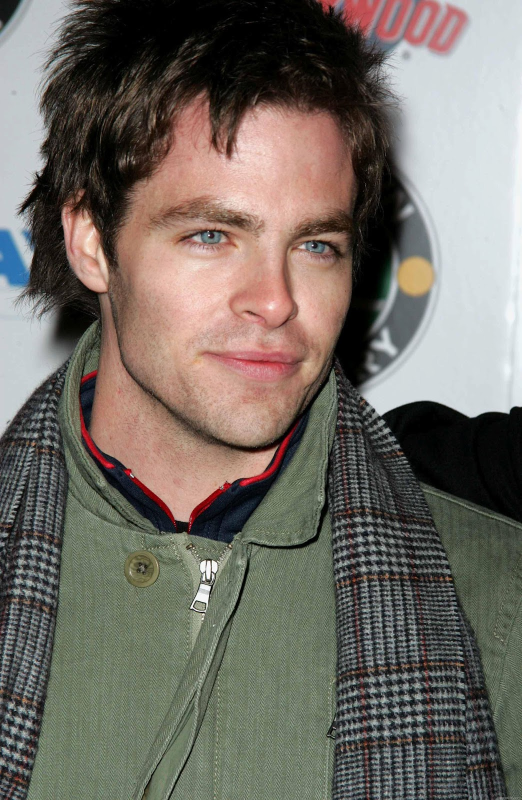 Chris Pine On The Set Of One Day She Ll Darken: All Top Hollywood Celebrities: Chris Pine Biography- Chris