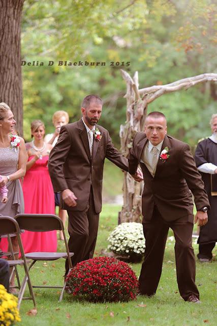 Pai convida padrasto para acompanhar juntos filha para o altar