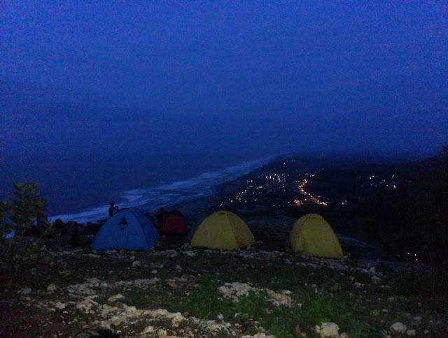 foto camping di bukit parang edog jogja