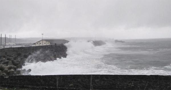Weather department warns of cyclone, high waves along Kerala coast, Thiruvananthapuram, News, Storm, Fishermen, Chief Minister, Pinarayi vijayan, Kerala