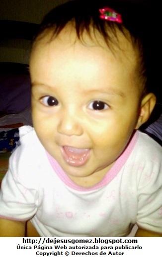 Foto de una bebé mujer con una linda sonrisa. Foto de bebé de Jesus Gómez