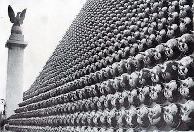 Pirámide Nueva York cascos alemanes