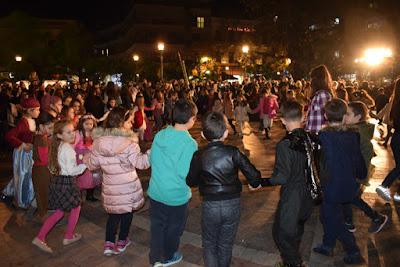 Αποτέλεσμα εικόνας για agriniolike χοροί πλατεία