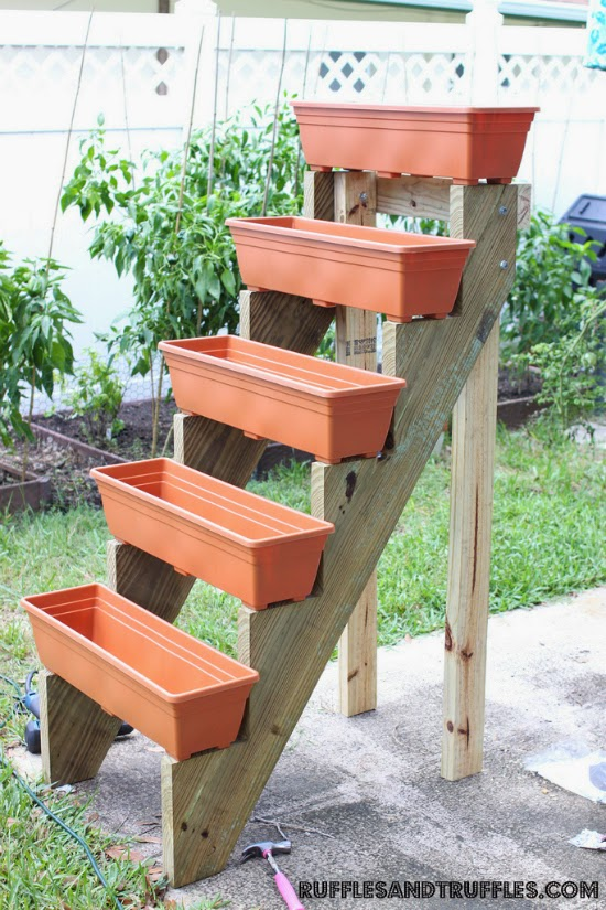 vertical gardening planters ideas container gardening. Black Bedroom Furniture Sets. Home Design Ideas