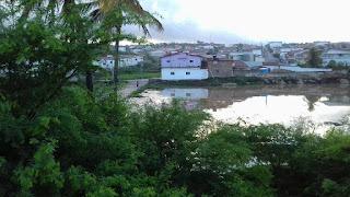 Água represada por passagem molhada mal feita gera risco a saúde pública em Picuí