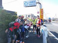 小田原市の標識を背にメンバー記念撮影