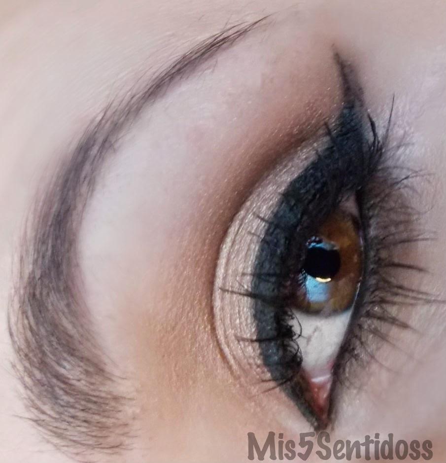 Look de ojos en tonos suaves + Súper delineado