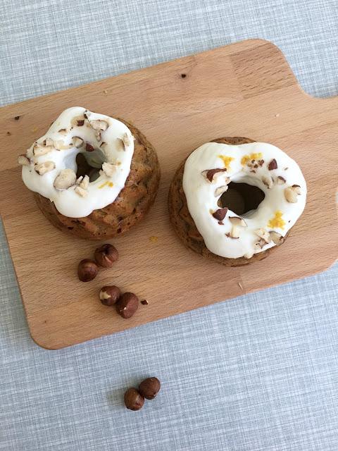 Rezept für einen gesunden Karottenkuchen ohne Zucker und Gluten, gluten- und zuckerfreier carrot cake, gesunde Ernährung, Backen ohne Zucker und Weizen, gesunder Möhrenkuchen, Belly & Mind Erfahrung, gesundes Kuchenrezept zu Ostern, Foodlovin' Denise René