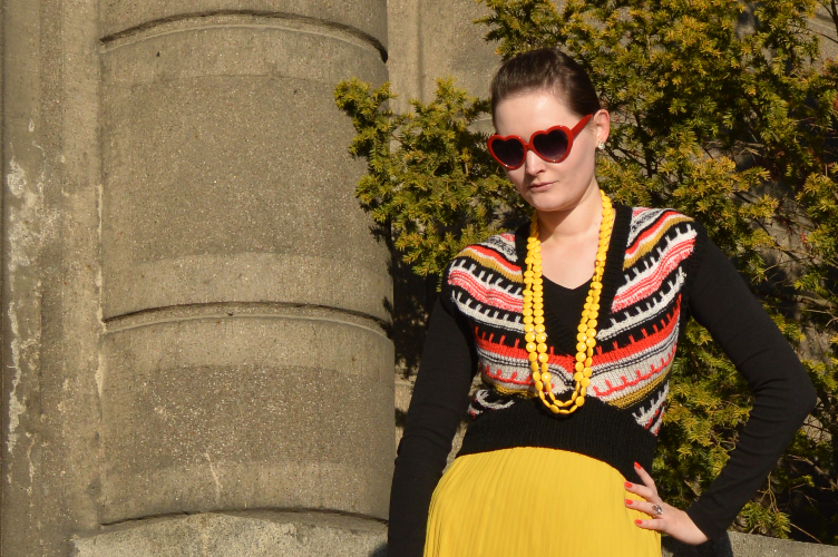 iris apfel, quaintrelle, georgiana, quaint, outfit, ootd, ethno, secondhand, vintage, pleated skirt, knitted vest, personal style, fashionista