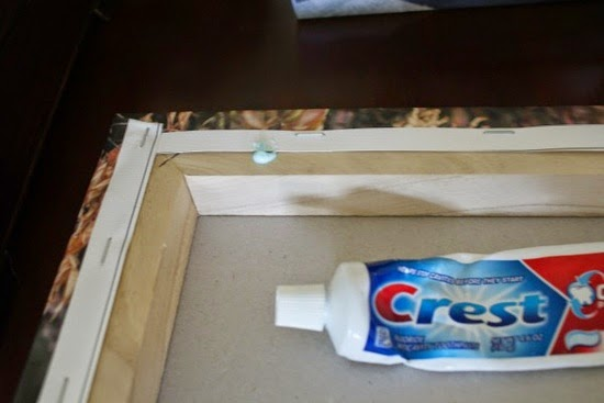 http://2.bp.blogspot.com/-6SQv2Expg9g/VCnVn1QUfOI/AAAAAAAABkk/_lZ6FYMo7QQ/s1600/Picture+Frame+with+Toothpaste.jpeg