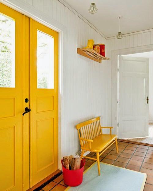 Pintar las puertas de casa amarillas
