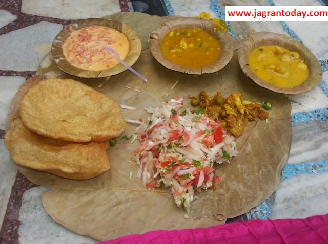 Done Pattal mein Khana Khane ka Mahtv