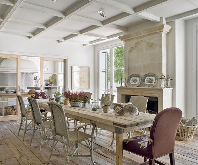 Interior Una Villa De Estilo Espanol Con Toques De Mansion De Campo - Interiores-de-casas-de-campo