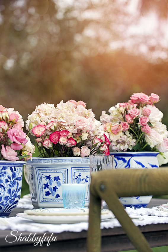 chinoiserie blue and white porcelain