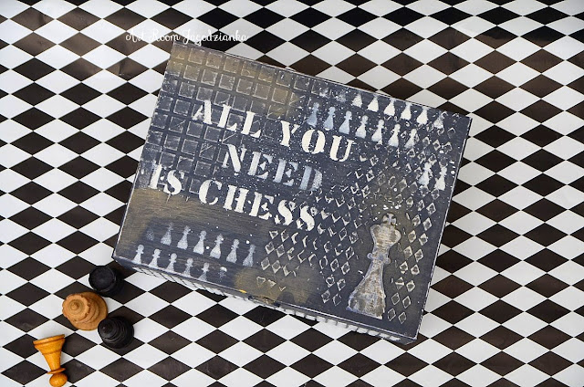 {z cyklu} SZACHY NIE Z TEJ BAJKI: pudełko szachowe vintage w kolorze biało – czarnym