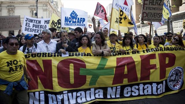 Trabajadores chilenos protestan contra las AFP en Santiago