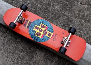 クルージングもスライドも楽しいオールドスクールスケートボード