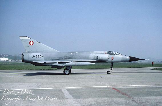 J-2304 in grau mit JATO`s vor KAWEST - Payerne April 1987