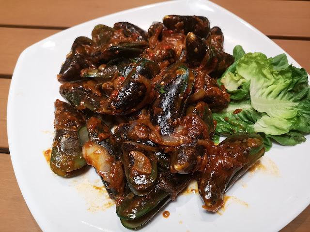 mussels in assam sauce