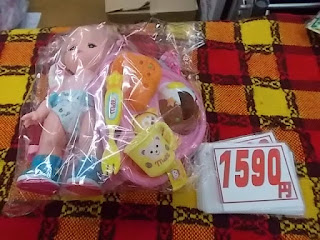 メルちゃん人形セットは食事小物つきで1590円です。