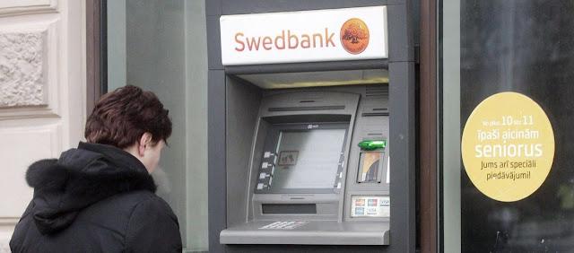 Cajero de banco y cuenta corriente bancaria